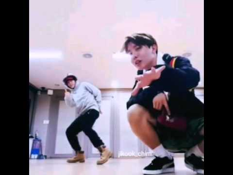 BTS-Jimin doing a split