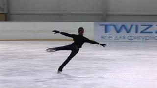 Прыжок в шпагат в исполнении Аделины Сотниковой