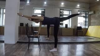 Упражнения для мышц спины с использованием стула