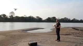 filmación con una heli-cam a orillas del río Beni
