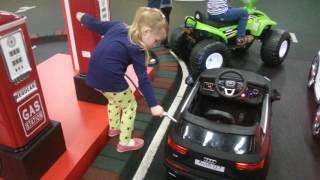 Играем в машинки Большие и Маленькие / Видео Для Детей