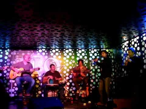 Música celta en el bar de los Delinqüentes.