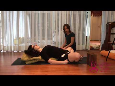 Supta Badha Konasana - Isabela Carvalho - Estudyo Iyengar Yoga São Paulo