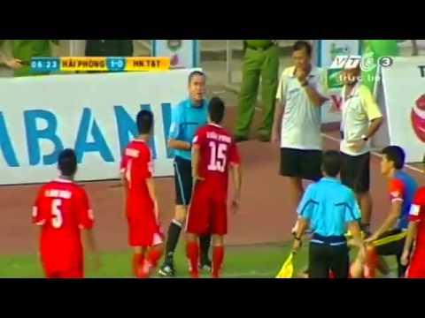 Cầu thủ bóng đá việt nam đánh nhau trên sân nhận 2 thẻ đỏ
