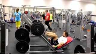 Упражнения для мужчин в тренажерном зале. Тренировка футболиста