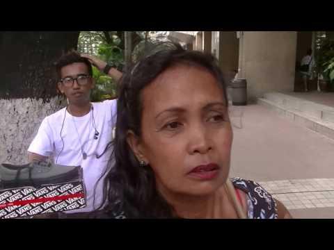 MANILA 10 PERSON STREET SALES ATTACK!  - Philippines Fun