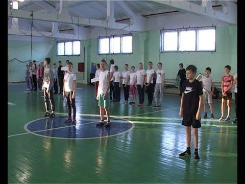 В спорткомплексе «Технокерамика» школьники выясняли, кто станет лидером городских веселых стартов