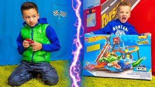 Дети Не ПОДЕЛИЛИ Подарок Для ПАПЫ! Kids Toy Cars for Dad