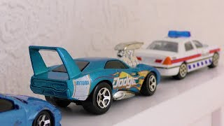 Hot Wheels Driving and Forming a Line Video for kids