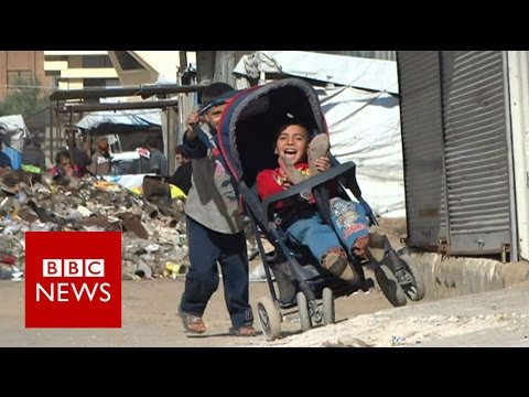 Life in besieged Homs district - BBC News