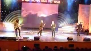 Bình minh sinh viên 2000 - Bức Tường live 2010