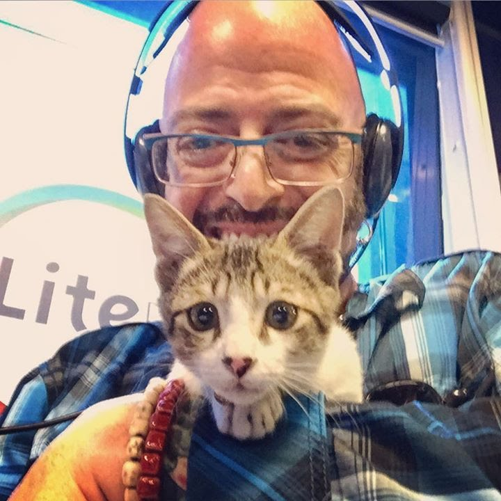 Jackson galaxy rescuing tin tin youtube for Jackson galaxy music
