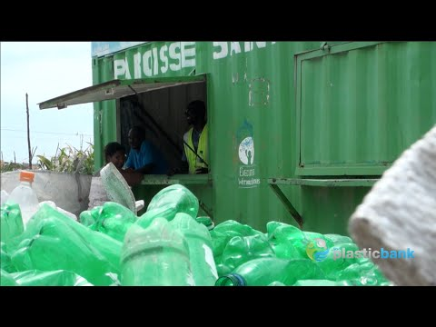 Solar Recycling Markets in Haiti | The Plastic Bank