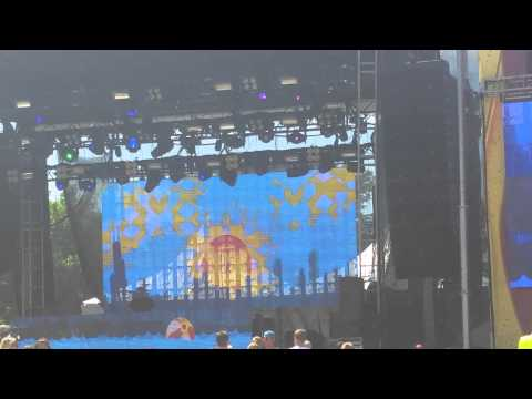 Com Truise preforming live at Mamby on the beach
