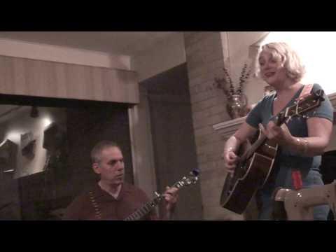 Jeni Hankins sings