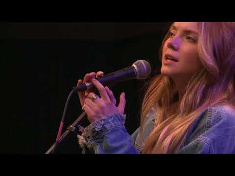 Danielle Bradbery - Worth It (98.7 THE BULL)
