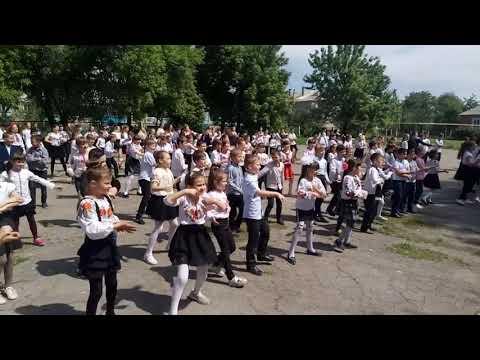 Флешмоб учнів Новопокровського НВК присвячений Дню Вишиванки