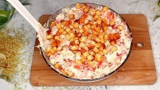 Быстро и вкусно | Салат с копченой грудкой и сухариками