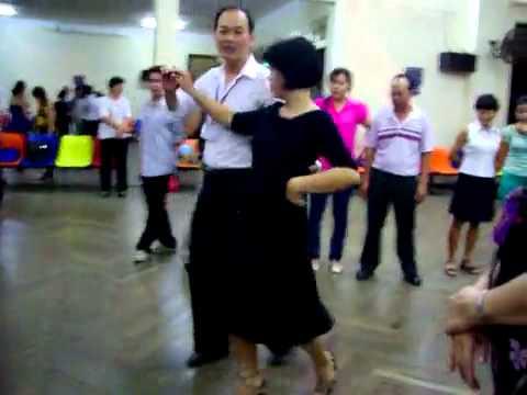 Khiêu vũ Valse lop 4 vũ sư Lê Nguyệt