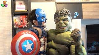 [Vlog] 小陶德變身美國隊長 結果媽媽變成浩克!?    Hulk Captain America and Wonder Woman   小陶德沛莉 玩具開箱 thumbnail