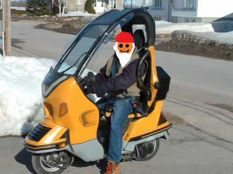 le scooter 3 roues avec toit youtube. Black Bedroom Furniture Sets. Home Design Ideas