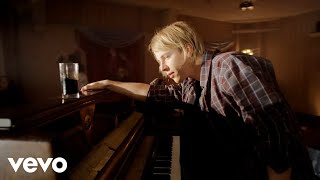 Tom Odell - Hold Me (Official Video) thumbnail