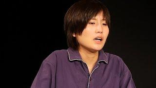 目に難病を抱えた26歳の女性が、一人芝居に初挑戦する 【記事はこちら...