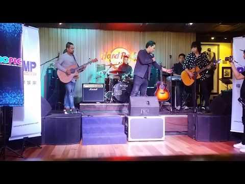 Armada - Asal kau bahagia (live) Hardrock Cafe Kuala Lumpur - Malaysia