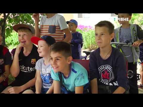 Телеканал UA: Рівне: Патрульні Рівного у дворах проводять зустрічі з дітьми