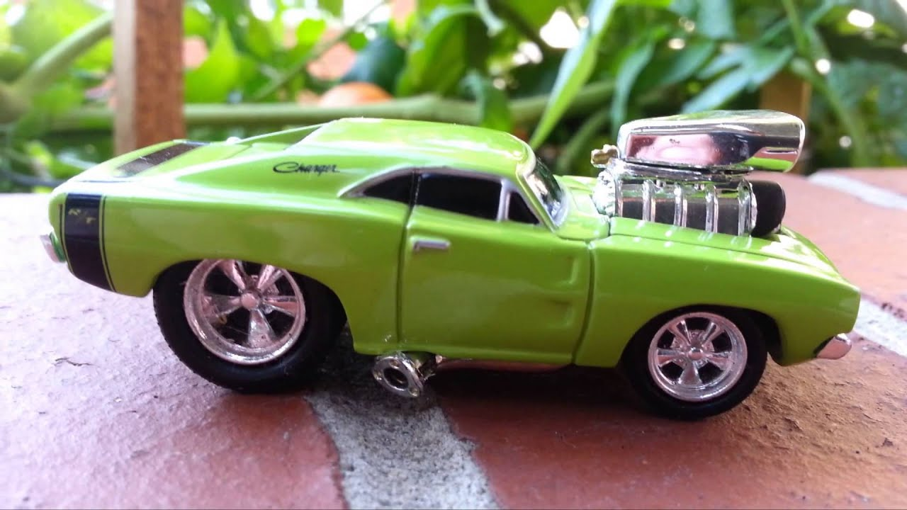 CGR Garage - 1969 DODGE CHARGER Muscle Machines review - YouTube