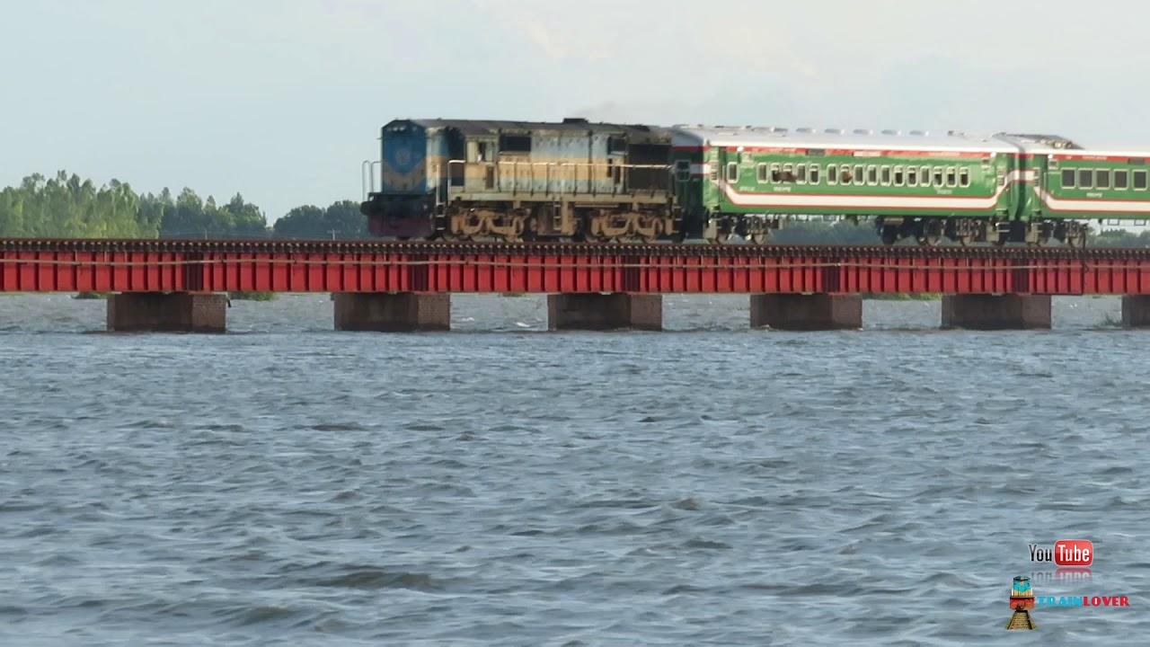 Benapole Express Train passing A beautiful Railway bridge || Bangladesh Railway বেনাপোল এক্সপ্রেস