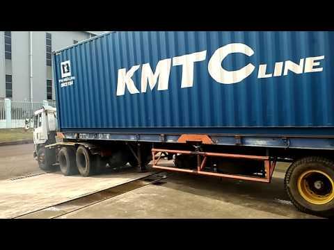 "Sopir kontainer 40"" emang kereenn.. :D Mp3"
