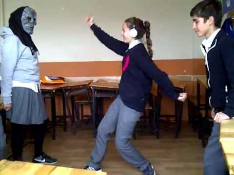 HARLEMM 10 g yabancı dil sınıfı gülmek serbest dalga geçme :D