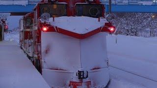 DE15  除雪作業と列車交換風景(北海道・和寒駅) Rail snowplow car in Hokkaido Japan.
