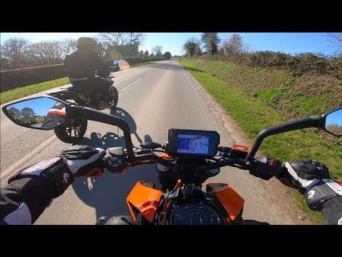 KTM  DUKE A  VS   PRO-RACE  !! DSL MAIS C&#;EST MEME PAS COMPARABLE !!! Test KTM  DUKE