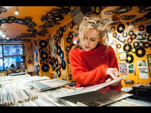 Agnes Obel: In-store with The Vinyl District at Washington, DC's Som Records
