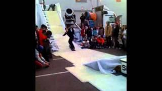 Сноубординг в Киеве(Чемпионат сноубординга в Киеве, простите за качество. Снимал на iphone 3g через прогу qik video pro!, 2010-10-14T21:44:23.000Z)