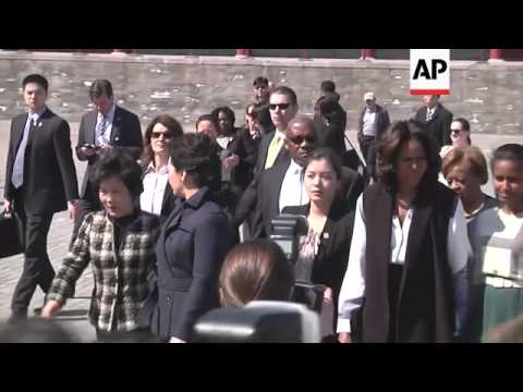US First Lady Michelle Obama and her two daughters met Chinese President Xi Jinping on the first day