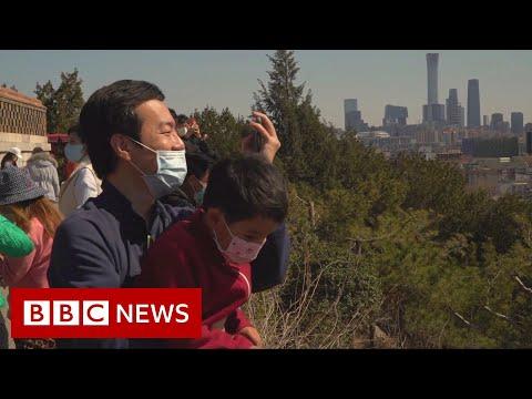 Coronavirus: People in Beijing begin to head outdoors - BBC News