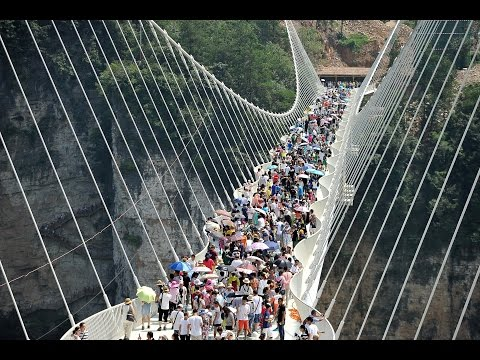 Download Youtube: China closed the world's highest and longest glass bridge after just 16 days