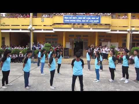 Múa dân vũ mừng xuân - Lớp 8.4
