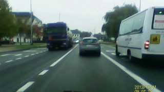 School-bus driver ignores red traffic lights