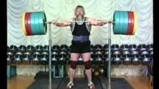 Валентин Дикуль в 62 делает приседание со штангой 450 кг