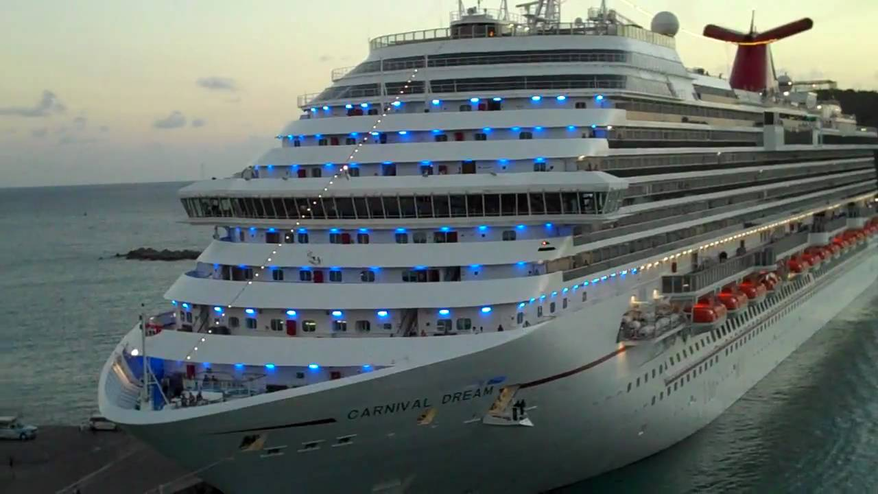 Horn Wars Between Carnival Freedom And Dream Youtube