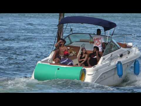 Friday Fun Boat Yachts with party people enjoy the cruising on Miami River !