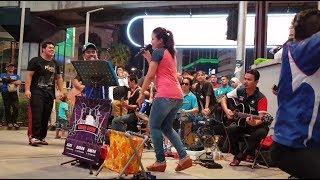Download lagu kereta malam nurul feat Redeem buskers mantap goyang sempoi