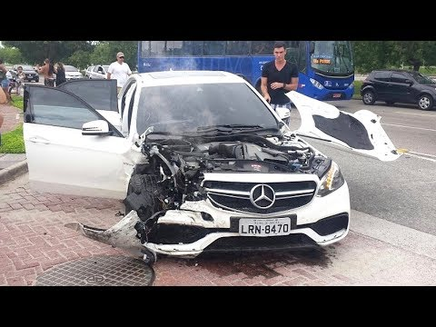 EXAMPLES CRAZY DRIVERS WHO NEED DRIVING LESSONS! Driving Fails September 2017