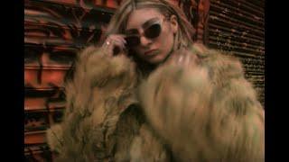 Смотреть клип Blu Detiger - Mad Love