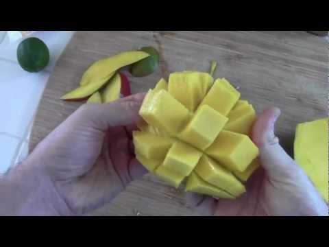 How to Make a Mango Kale Smoothie