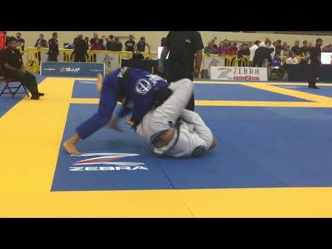 Lucas Barbosa (ATOS) vs Max Gimenis (GFTEAM) 2017 IBJJF Charlotte Open